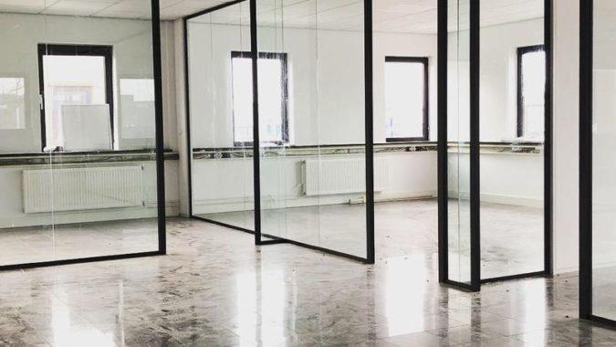 Verticale glaselementen: glazen wanden