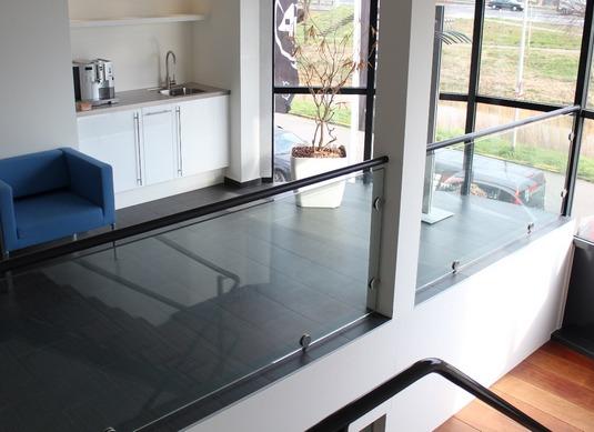 voorbeeld glazen balustrade