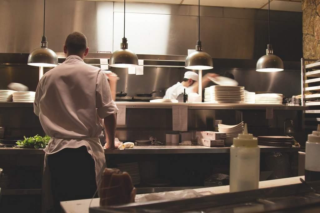 hygiensch systeemplafond horeca-keuken