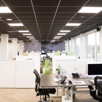 donker plafond kantoor
